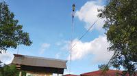 Tepat di hari guru, menara seluler di desa terpencil dan terisolir di Kutai Kartanegara beroperasi yang akan memudahkan Pembelajaran Jarak Jauh. (foto: istimewa)