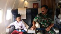 Karim terbang bersama Panglima TNI Hadi Tjahjanto. (foto: istimewa)