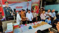 Polda Jatim kembangkan kasus pemalsuan dokumen negara (Foto: Liputan6.com/Dian Kurniawan)