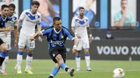 Pemain Inter Milan Alexis Sanchez mencetak gol ke gawang Brescia pada pertandingan Serie A di Stadion San Siro, Milan, Italia, Rabu (1/7/2020). Inter Milan menaklukkan Brescia dengan skor 6-0. (AP Photo/Luca Bruno)