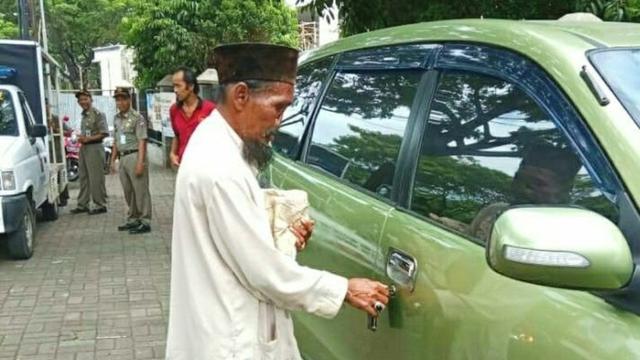 Image result for image Pengemis Tanpa Hidung di Bogor Tepergok Miliki Mobil