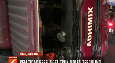 Akibat kecelakaan ini, arus lalu lintas dari Jakarta menuju Bekasi sempat mengalami kemacetan.