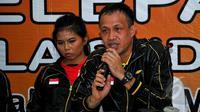Manajer Tim Piala Sudirman 2015, Rexy Mainaky (kiri) memberikan keterangan pers saat HUT PBSI ke-64 sekaligus pelepasan Tim Piala Sudirman 2015 , Jakarta, Selasa (5/5/2015). Rexy optimis Indonesia akan melaju hingga final. (Liputan6.com/Yoppy Renato)