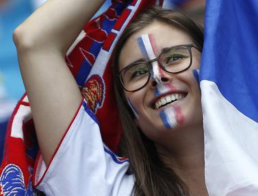 Kebahagiaan Suporter Cantik saat Prancis Menang