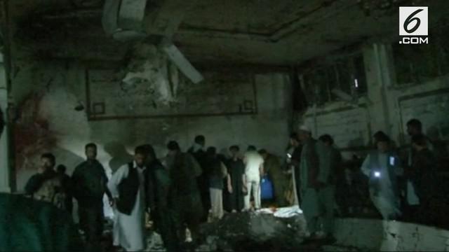 Bom bunuh diri terjadi di Masjid Syia, kota Herat, Afganistan. Pelaku sempat menembakkan senjata ke arah jemaah sebelum meledakkan diri.