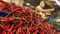 Harga cabai merah di sejumlah pasar di Jambi sedikit lebih mahal saat menjelang Natal 2017 karena pasokan yang terlambat.(Liputan6.com/B Santoso)