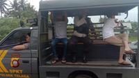 HZ dan RS saaat digelandang ke Mapolres Gorontalo (Arfandi Ibrahim/Liputan6.com)