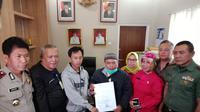 Eko Purnomo menyepakati pembangunan akses jalan ke rumahnya dalam mediasi di Kantor Kecamatan Ujungberung