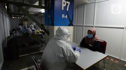 Suasana rapid test pegawai PT KapanLagi Youniverse (KLY) di Senayan City, Jakarta, Kamis (4/6/2020). Jelang new normal, seluruh pegawai KLY menjalani rapid test guna menekan penyebaran virus corona COVID-19. (merdeka.com/Imam Buhori)