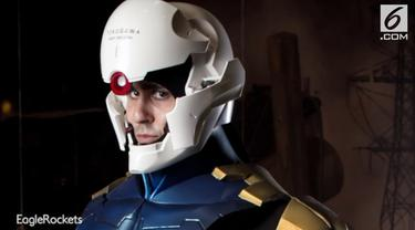 Seorang pria yang juga penggemar berat Iron Man membuat sebuah helm canggih Iron Man di dunia nyata.