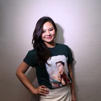 Demi perannya Eriska Rein Belajar bahasa isyarat pada yang mengerti seperti pada salah satunya aktris senior, Dewi Yull. (Nurwahyunan/Bintang.com)