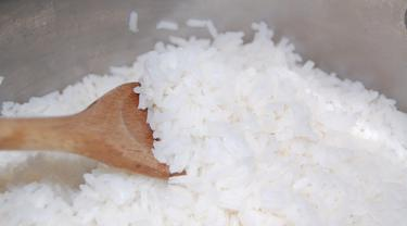 Masak Beras Pakai Minyak Kelapa, Kalori Nasi Berkurang