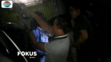 Polisi mengeluarkan beberapa kali tembakan peringatan karena pria bernama Odeng ini berusaha kabur dari sergapan.