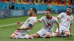 Tertinggal satu gol tidak membuat Makedonia Utara lantas mengibarkan bendera putih. Mereka berhasil menyamakan kedudukan di menit ke-28 lewat gol yang dicetak pemain veteran, Goran Pandev. (AP Photo/Vadim Ghirda, Pool)
