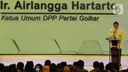 Ketua Umum DPP Golkar terpilih Airlangga Hartarto memberikan sambutan saat penutupan Munas X Partai Golkar di Jakarta, Kamis (5/12/2019). Airlangga Hartarto terpilih kembali sebagai ketua umum Partai Golkar Periode 2019-2024 secara aklamasi. (Liputan6.com/Johan Tallo)