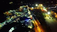 Suasana loket kendaraan pribadi dan truk di Pelabuhan Merak, Kota Cilegon, Banten, Kamis (5/5/2016) dini hari. (Foto Drone: Humas PT ASDP Merak)