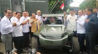 Gubernur Jawa Barat Ridwan Kamil bersama Menteri BUMN Rini Soemarno menghadiri peluncuran dan pengenalan produk-produk baru beberapa BUMN di Kantor Pusat PT Len Industri (Persero), Bandung. Dok Kementerian BUMN