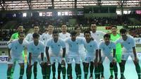 Tim futsal Indonesia yang tampil dalam ajang MNC Cup 2019 di GOR Universitas Negeri Yogyakarta (UNY), Minggu (8/9/2019). (Bola.com/Vincentius Atmaja)