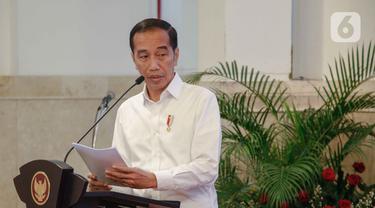 Presiden Joko Widodo atau Jokowi memberikan pengarahan kepada para peserta Rapat Koordinasi Nasional Kebakaran Hutan dan Lahan 2020 di Istana Negara, Jakarta, Kamis (6/2/2020). Jokowi memperingatkan Polri dan TNI untuk menindak tegas pelaku pembakaran hutan. (Liputan6.com/Faizal Fanani)