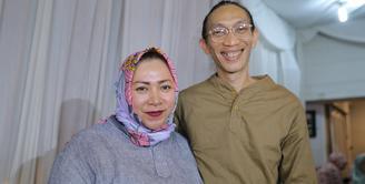 Musisi Anto Hoed baru saja merayakan ulangtahun pada 19 Mei 2018 lalu. Di hari lahirnya itu, ia mendapat ucapan menyentuh dari sang istri, Melly Goeslaw. (Adrian Putra/Bintang.com)