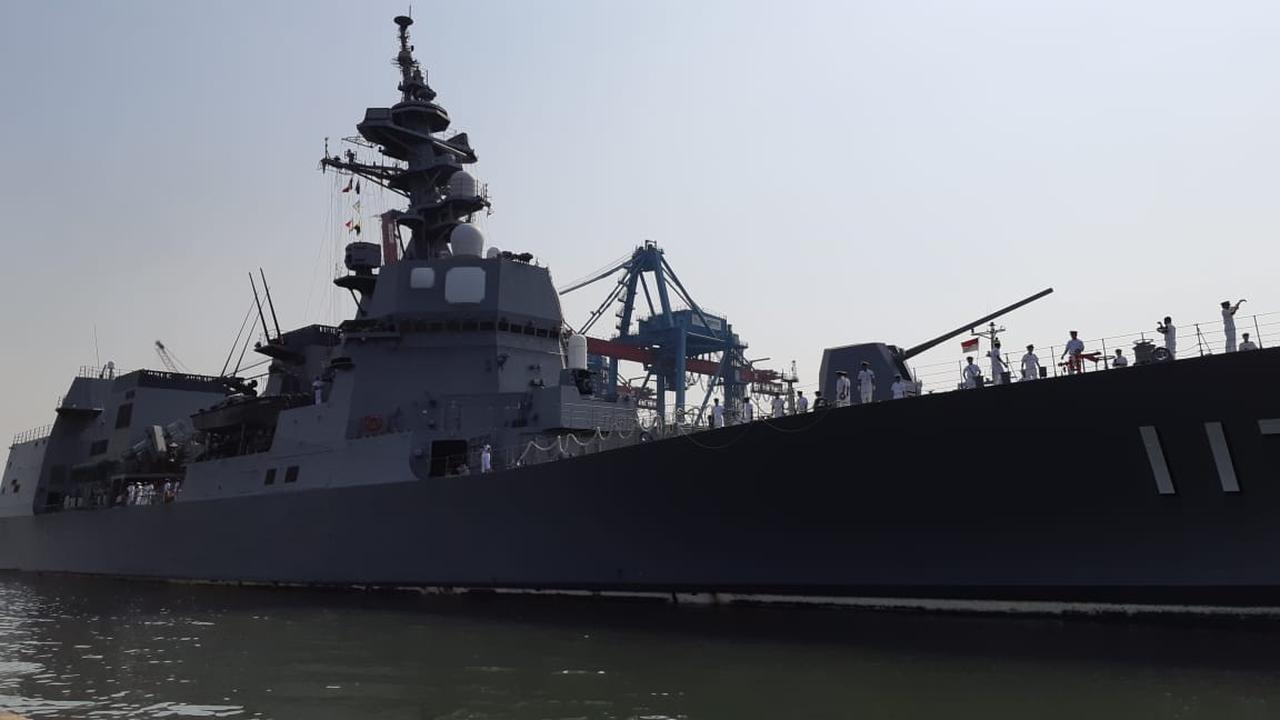 JS Suzutsuki (destroyer-class) in Tanjung Priok, Jakarta (18/9). Image: Rizki Akbar Hasan / Liputan6.com