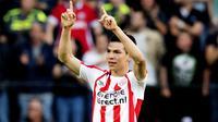 Arsenal dikabarkan sedang mempertimbangkan tawaran 42 juta pounds untuk mendatangkan penyerang PSV Eindhoven, Hirving Lozano ke Emirates Stadium. (AFP/ANP/Olaf Kraak/Netherlands OUT - Belgium OUT)