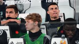 Striker Juventus, Cristiano Ronaldo, menjadi cadangan saat melawan Udinese pada laga Serie A di Stadion Allianz, Turin, Jumat (8/3). Juventus menang 4-1 atas Udinese. (AFP/Miguel Medina)