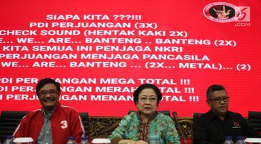 Ketua Umum PDIP Megawati Soekarnoputri (tengah) saat memberi pembekalan kepada calon anggota legislatif PDIP di DPP PDIP, Jakarta, Kamis (15/11). Megawati memberi sejumlah wejangan kepada para kader. (Merdeka.com/Imam Buhori)