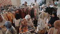 Komunitas sosial, Sadari Sedari, jual baju bekas yang disumbangkan untuk didonasikan pada anak-anak yang membutuhkan. (dok. Instagram @sadarisedari/https://www.instagram.com/p/BxJ2ouLgxQH/)