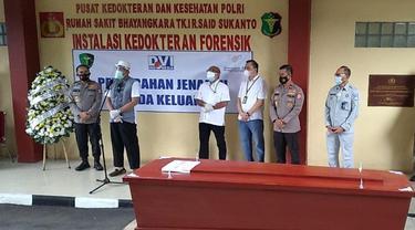 Pada Kamis (14/1/2021) bertempat di RS POLRI Kramat Jati, Sriwijaya Air menerima secara langsung jenazah atas nama Okky Bisma dari Tim DVI POLRI.