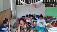 Warga korban penggusuran di Sunter Jaya, Jakarta Utara bertahan di gubuk-gubuk semi permanen. (Yopi Makdori/Liputan6.com)