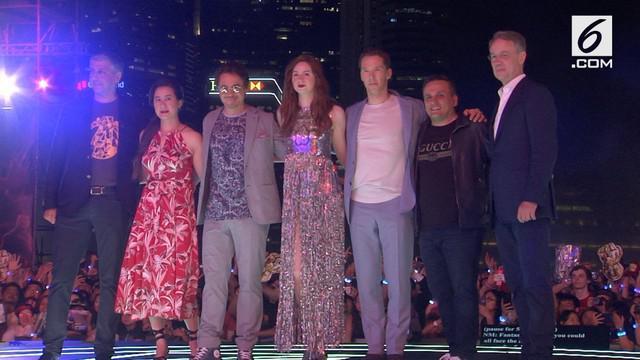 Ribuan penggemar dari berbagai negara hadir dalam fan event and red carpet bersama pemain film Avengers: Infinity War yang berlangsung di Singapura.