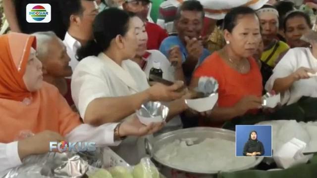 Warga dan Pedagang Pasar Gede, Solo, bagikan bubur sumsum sebagai bentuk rasa bersyukur atas kelancaran Pemilu 2019.
