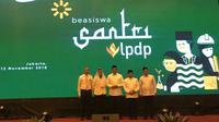 Menteri Keuangan Sri Mulyani Indrawati bersama Menteri Agama Lukman Hakim Saifuddin meluncurkan pemberian Beasiswa Santri melalui LPDP.