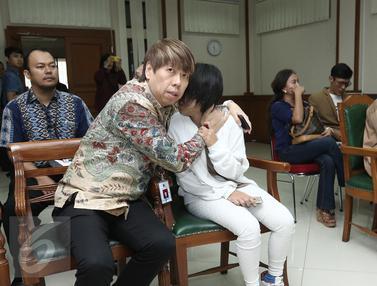 Sidang Cerai Perdana, Aming dan Evelyn Saling Buang Muka