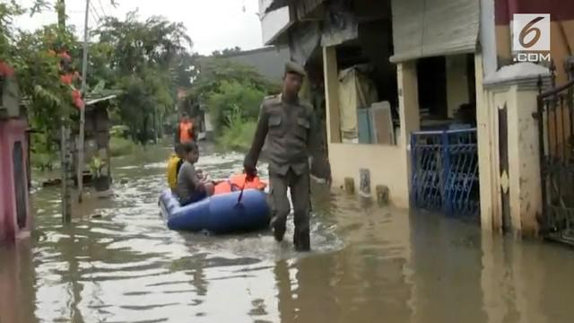 Permukiman di kawasan Cipinang Melayu Jakarta Timur mulai terendam banjir menyusul meluapnya kali Sunter.