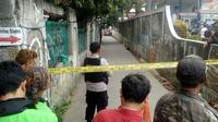Polisi pantau lokasi samping SPBU Jalan Kartini, Kecamatan Pancoran Mas, Depok, Jawa Barat. (Liputan6.com/Ady Anugrahadi)