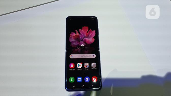 Tampilan layar Galaxy Z Flip. (Liputan6.com/ Agustin Setyo Wardani)