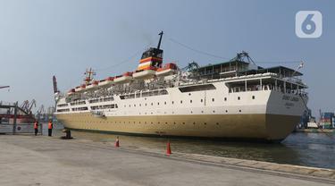 Kapal Doro Londa saat tiba di Pelabuhan Tanjung Priok, Jakarta, Kamis (20/5/2021). Pelabuhan Tanjung Priok kembali beroperasi pasca larangan mudik Lebaran 2021 dari Pemerintah. (Liputan6.com/Herman Zakharia)