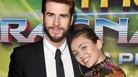 Tahun 2010, Miley Cyrus dan Liam Hemsworth memulai kencannya. Dan tahun 2012, mereka bertunangan. Namun setahun setelah itu, mereka pun putus di tengah jalan.  (AFP/Rich Polk)