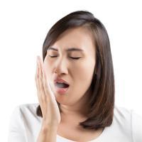Bisakah sikat gigi saja menghilangkan bau mulut? | via: arogyamasthu.com