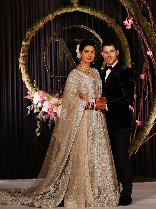 Gaun Pengantin India Priyanka Chopra Tak Kalah Mewah Dengan Versi