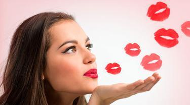 10 Jenis Ciuman Yang Perlu Dicoba Dengan Pasangan Lifestyle Fimela Com