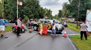 Jalur Padang-Bukittinggi via Malalak ditutup sementara karena jalan amblas. (Liputan6.com/ Dok Satlantas Polres Padang Pariaman)
