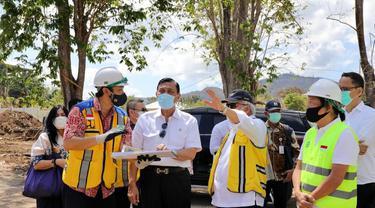 Menteri Koordinator Bidang Kemaritiman dan Investasi  Luhut Binsar Pandjaitan saat berkunjung ke Kawasan Puncak Waringin di Labuan Bajo, Jumat (11/9/2020).