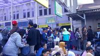 Pemudik padati Stasiun Pasar Senen, Jakarta Pusat. (Merdeka.com/Intan Umbari Prihatin)