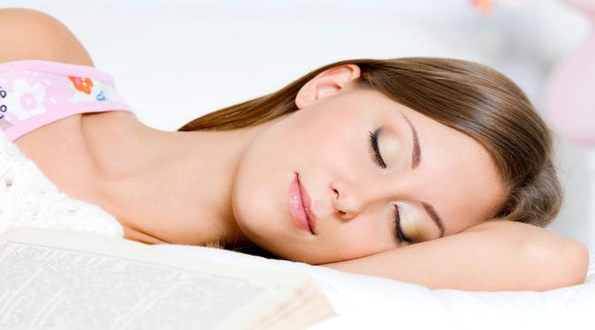 Ilustrasi seorang wanita sedang tidur.