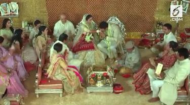 Rangkaian prosesi pernikahan 'Crazy Rich Asian' asal India, Isha Ambani dan Anand Piramal disebut-sebut menelan biaya sekitar 100 juta dolar Amerika atau setara dengan Rp 1,5 triliun.