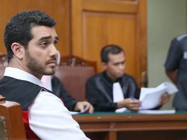 Aktor Fachri Albar menjalani sidang perdana kasus narkoba yang menjeratnya Februari 2018 silam. Sidang digelar di Pengadilan Negeri Jakarta Selatan Senin (15/5/2018). (Nurwahyunan/Bintang.com)