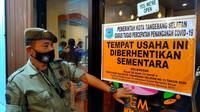 Petugas Satpol PP menyita kafe di wilayah Kecamatan Serpong Utara, Tangerang Selatan (Tangsel) pada Kamis dini hari (21/1/2021). (foto istimewa)
